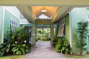 Ei8ht Vacation Rental Exterior - Choose To Be Happy