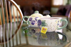 Niagara Vacation Rental tea cups - Choose To Be Happy